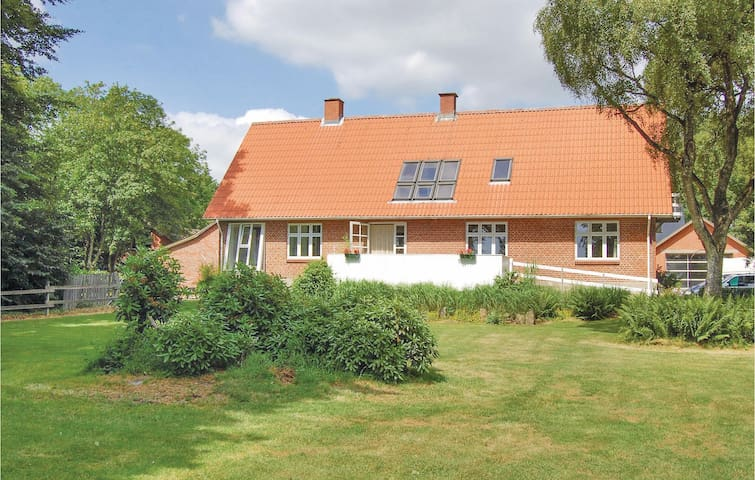 Holiday cottage with 6 bedrooms on 250m² in Sønder Felding