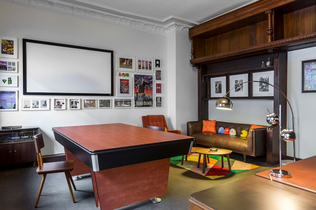 Room 1 - ... or Conference Table ? ...
