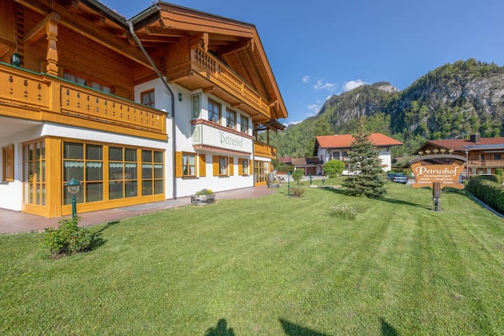 "Charming Apartment ""Vogelspitz"" with Mountain View, Wi-Fi, Balcony"