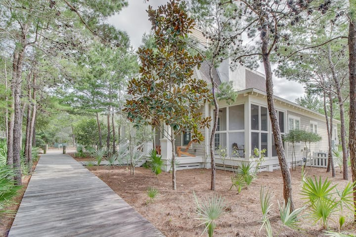 Lovely beach house with shared pool, patio, gas grill, and fireplace!