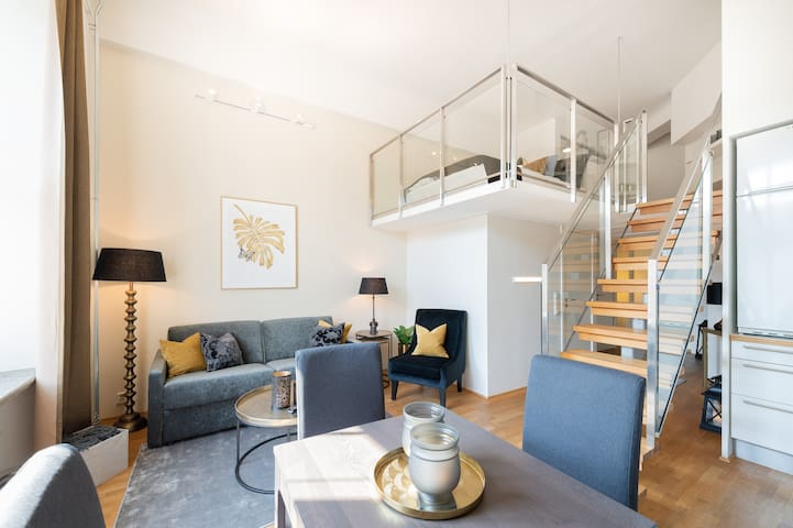 Trendy city center studio, sleeps 4