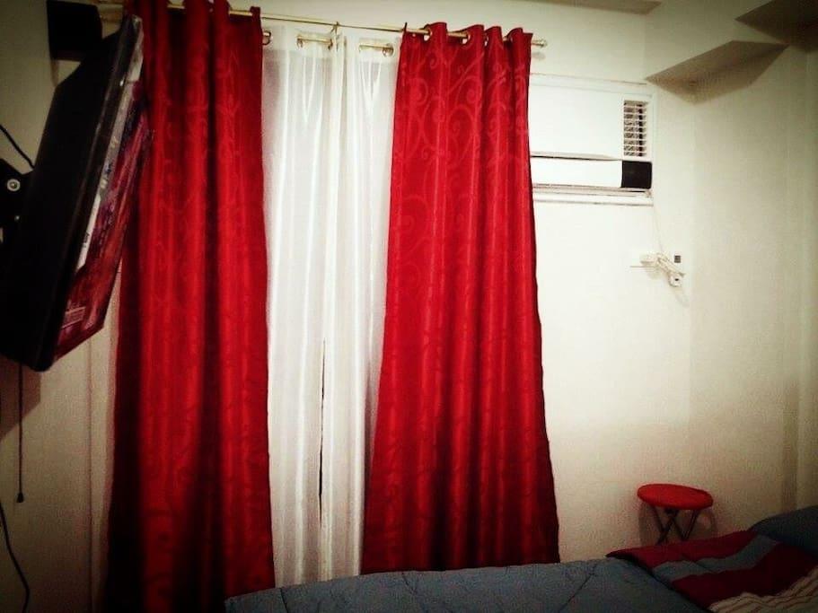 Airconditioned room w/ brandnew AC (Air-Con.)