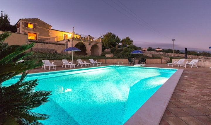Diana, villa with pool and view