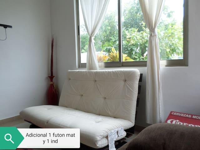 Sala con 1 futón mat y 1 futón Ind