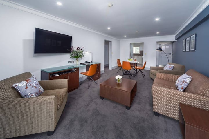Two Bedroom Apartment at Hyde Park Inn