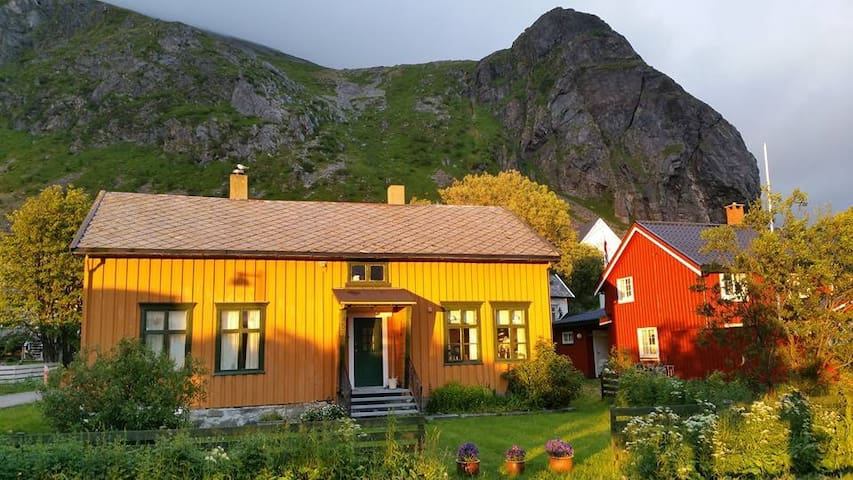 Cosy guest rooms in scenic Lofoten!