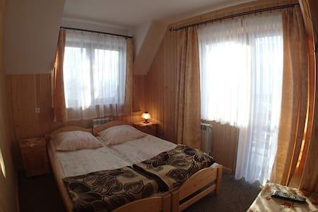 Pokój dwuosobowy w Małem Cichem - Małe Ciche - House