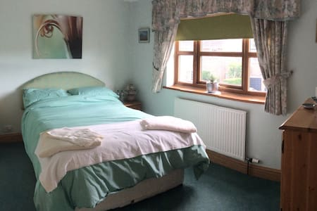 A double (green) room in a picturesque village - Dunnington