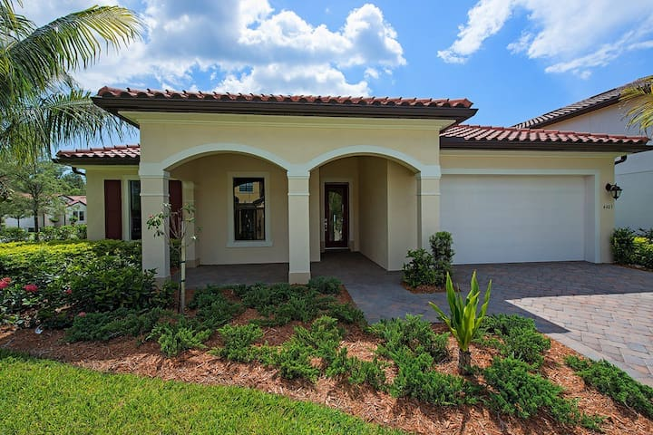 BEAUTIFUL 4/3 BDS FAMILY HOUSE IN NAPLES - Naples - House