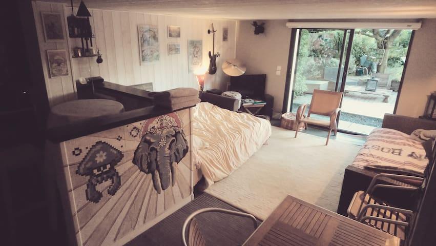 Chambre de 25m2 dans un salon chaleureux
