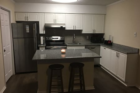 Entire Apartment, Amazing Location! - Fairfax