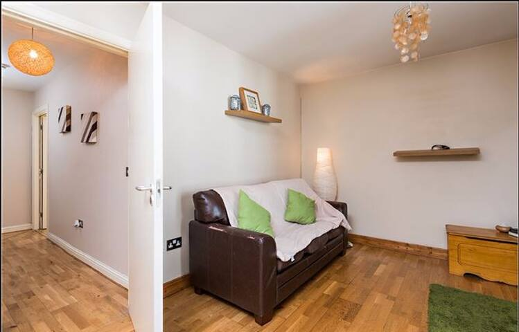 2 double beds + more...a walk to city centre!
