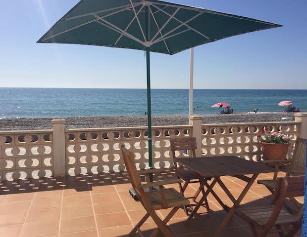 Chalé primera línea de playa / Seaview beach House