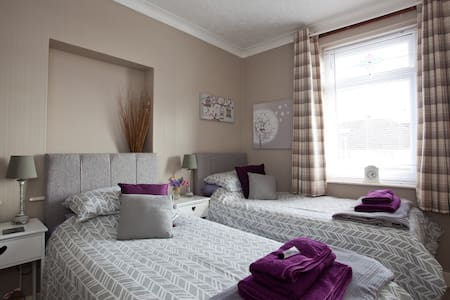 Twin/double room in Worthing Near Brighton/Arundel - House