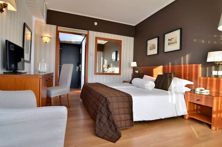Classic Double or Twin Room with Side Sea View - NON smoking