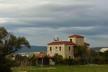 CUMBALI TAŞ EV/Oda Kahvaltı - Urla - Villa