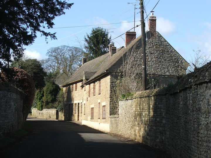 The Old Bakehouse, a pretty cotswold-stone cottage
