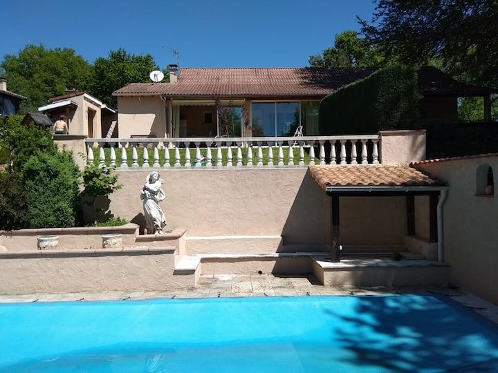 Maison  piscine, jacuzzi, ponton en bord de lac