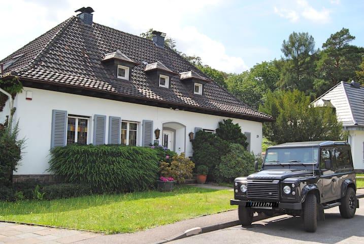 Landhaus/Villa/Messehaus mit Garten und Waldzugang