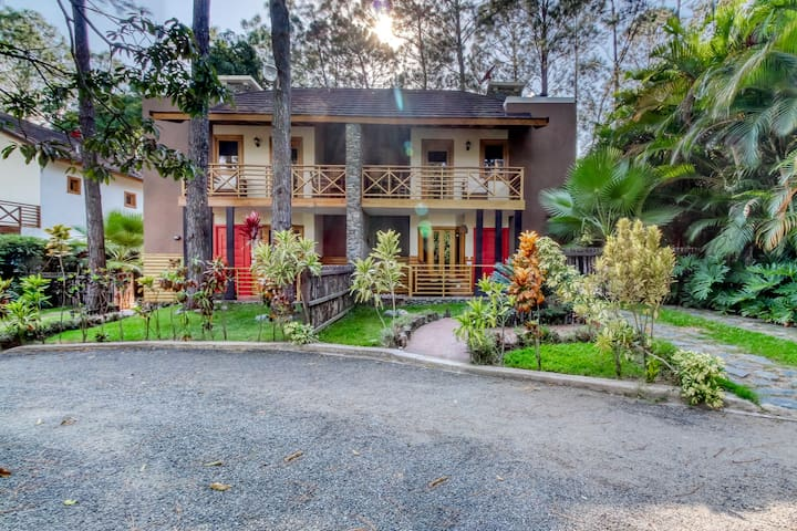 Lovely, tree-lined villa w/ private hot tub - near rafting & horseback riding