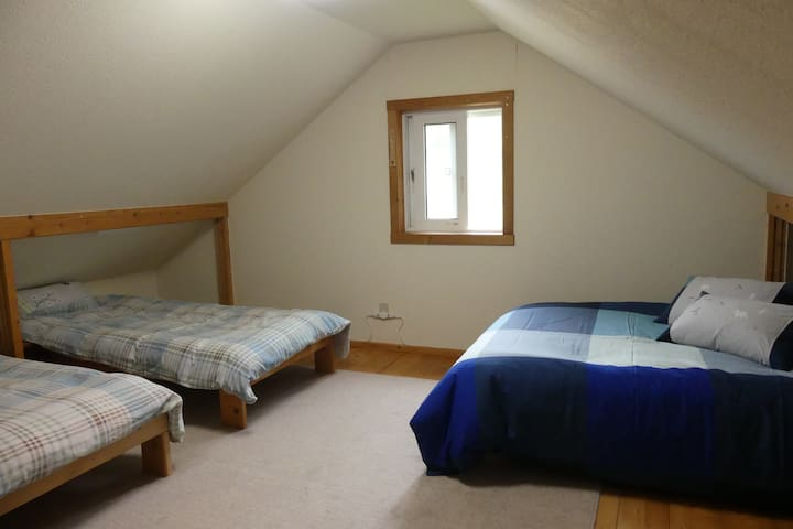 ロフトには最大4名様のベッドをご用意。