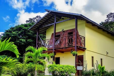 Chalé com 3 suites e uma vista espectacular (Chalé bela Vista)