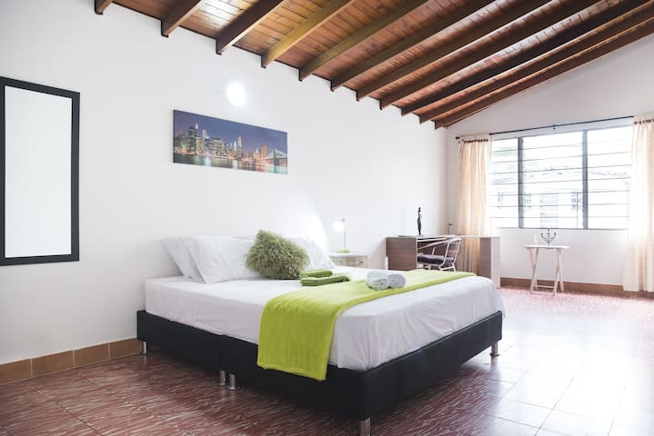 Amazing Big Master Bedroom. Best Poblado Spot!