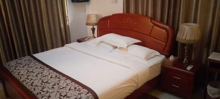 Executive Room at Kingsbridge Royale Hotel