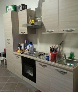 Centrale, posto auto, WIFI gratuito - Alessandria - Wohnung