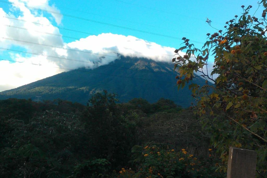 Vista al volcán de Agua.