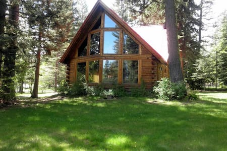 Bear Lodge: Hot Tub, Forested Setting, Pet Friendly