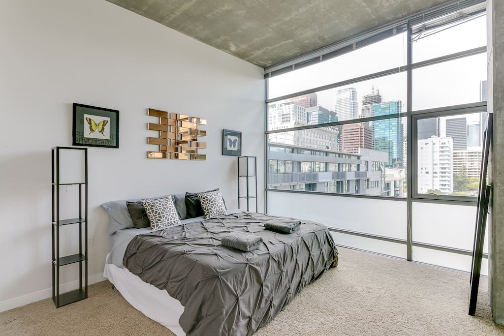 Bedroom With Stunning City Views. Beds Can Be Set Up as 2 Twin-Size Beds or 1 King-Size Bed.