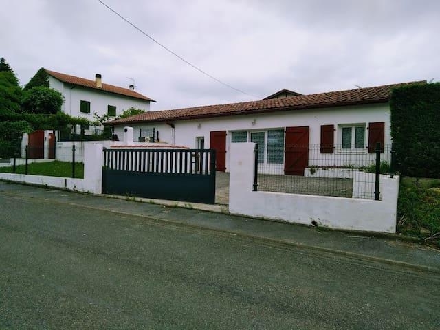 location Baratzettiki