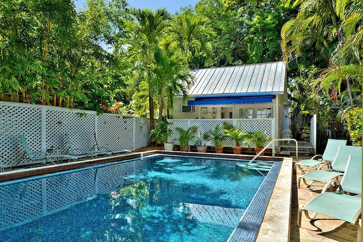 Colony Poolside - Key West - Cabin