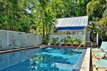 Colony Poolside - Key West