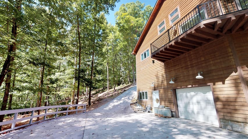 The Ascent - Norris Lake Cabin Rentals -Lake Access - Secluded Mountain Views