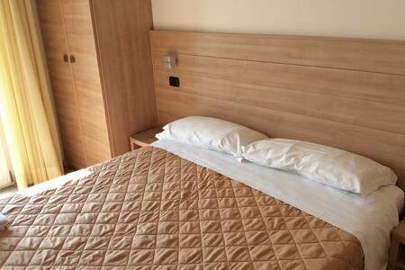 camera per due persone fronte mare - Rimini - Szoba reggelivel