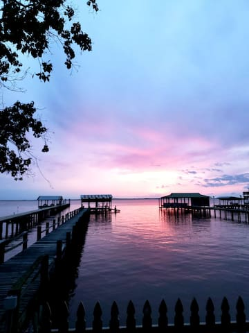 Sunset Camp Relax & Private Pier w/ Fishing Light!