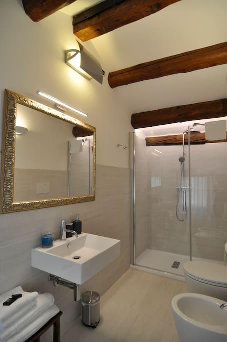 Bagno camera matrimoniale salsola 1