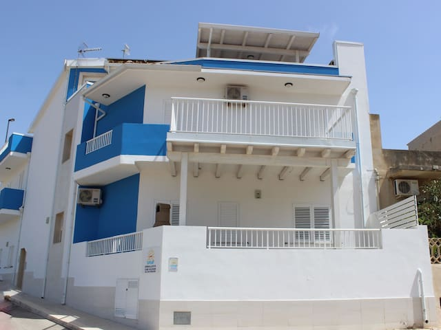 Cozy two bedroom apartment Cannamara with terrace, bbq and sea view