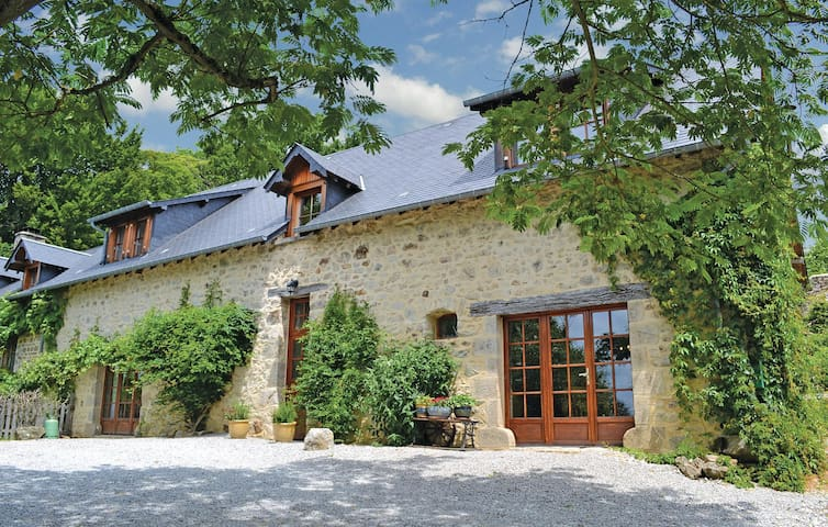 Semi-Detached with 4 bedrooms on 110m² in Chamberet