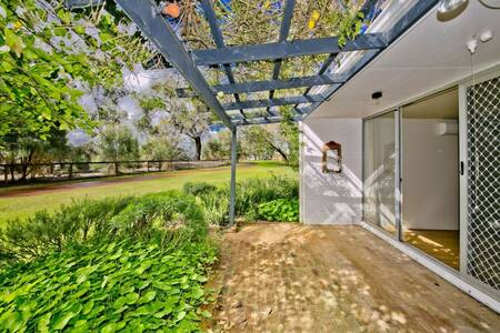 Stunning River Front Apartment - Maylands - Huoneisto