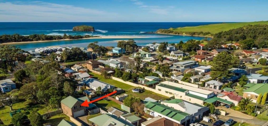 """Spacious Coastal Cottage - """"Kallaroo"""" Back Loft"""