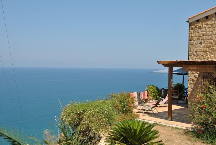 villa panoramica . vista mare difronte isole eolie - Castel di Tusa - Vila