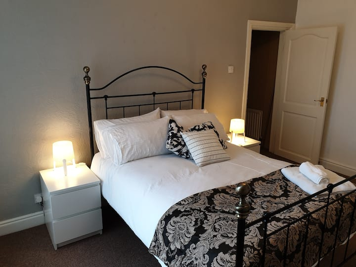 Birtley's  Diamond Apartment sleeps 6 Guests