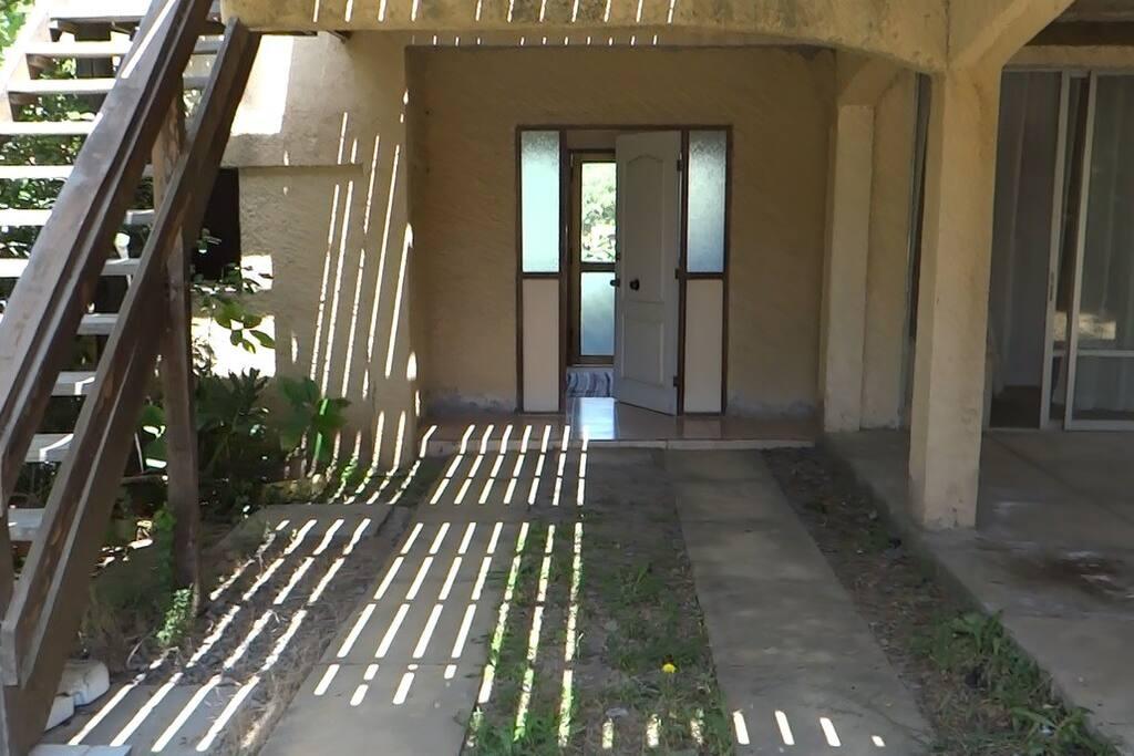 Entrada a la casa en primer piso