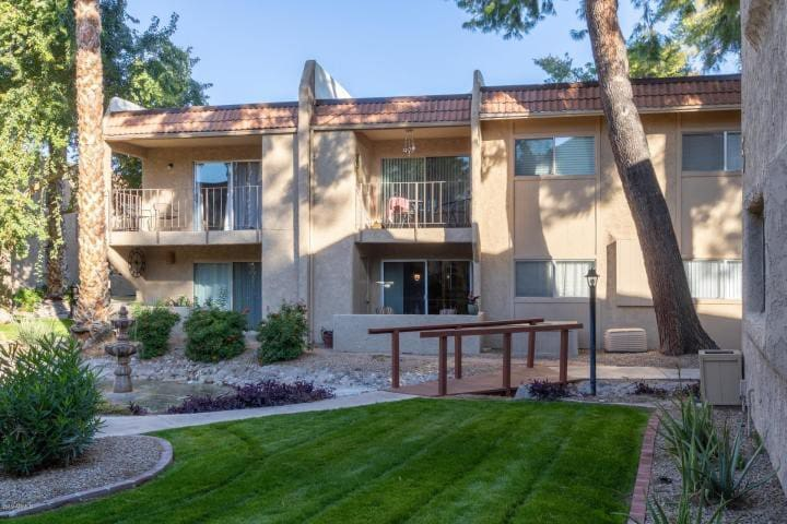 Furnished  Two Bed Condo  heart of Scottsdale