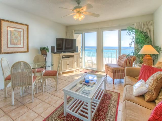 Awesome Condo With Gulf View! Grill, Pools, Beach Access, Nearby Shops & Restaurants!