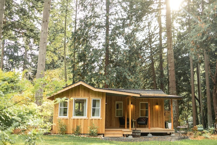 Beautiful Rolling Bay Cabin on Bainbridge Island!!