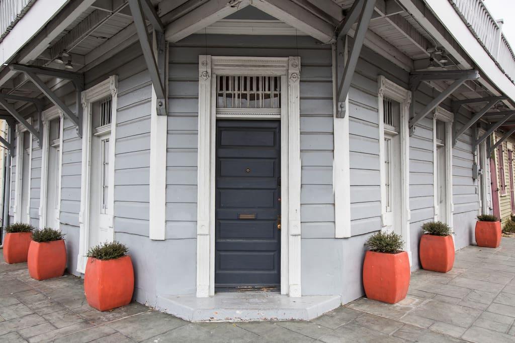 streetcar suite 1 blk to frenchmen chambres d 39 h tes louer la nouvelle orl ans louisiane. Black Bedroom Furniture Sets. Home Design Ideas